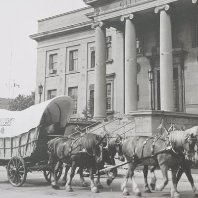 Conestoga wagon in front of city hall
